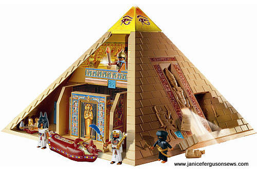 PyramidPlaymobilBRITE