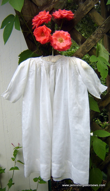 Well loved daygowns and roses are two of my favorite things. This Bright Future climber had a 5th rose in this cluster.