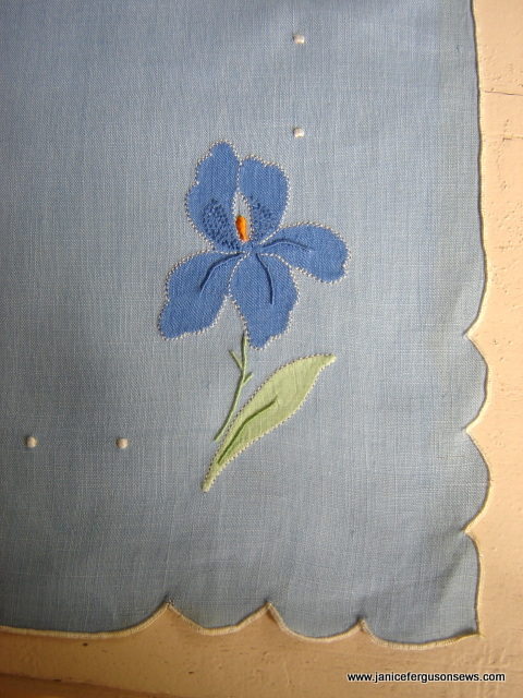 Iris Linen placematcorner