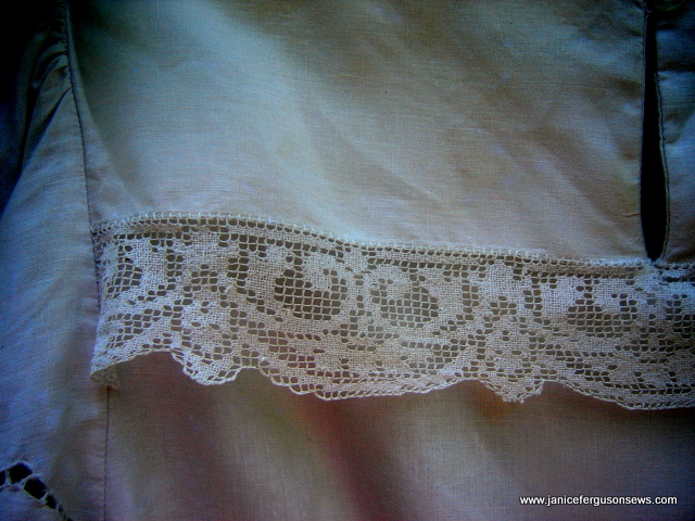 tablecloth-dress-back-bodice-lace-attachmentdk
