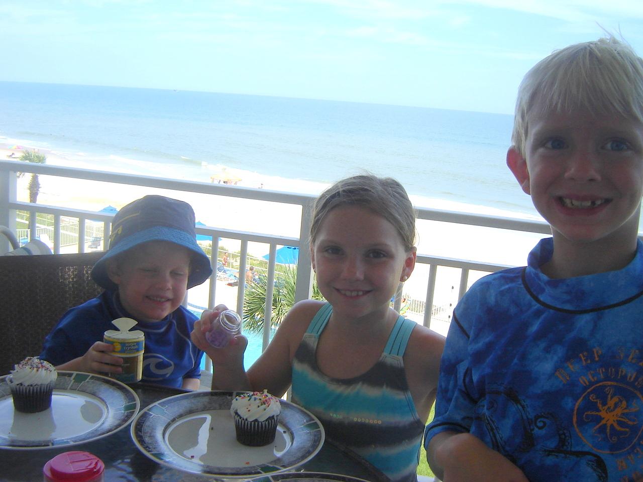 3 cupcakes