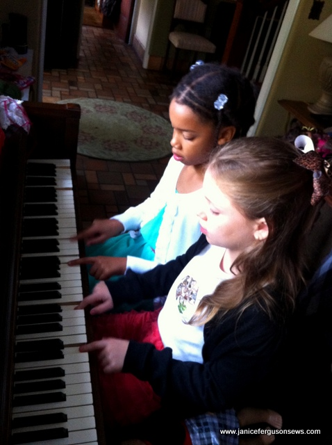 piano girls