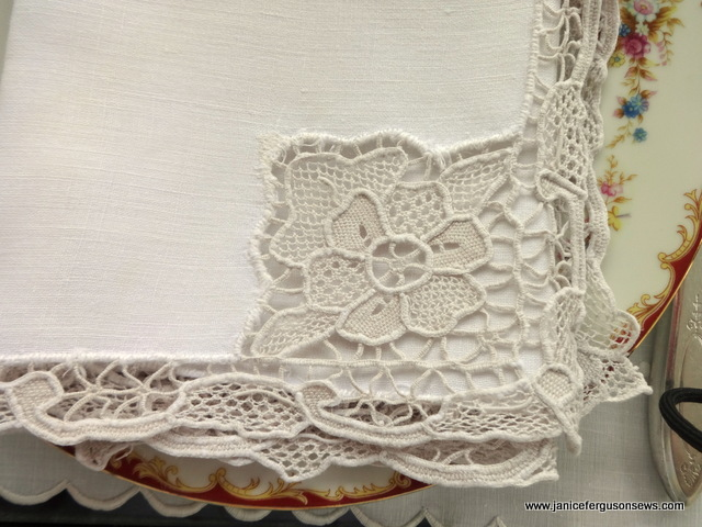 nedle lace close